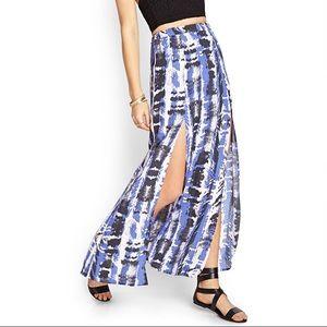 M- slit maxi skirt w/ print